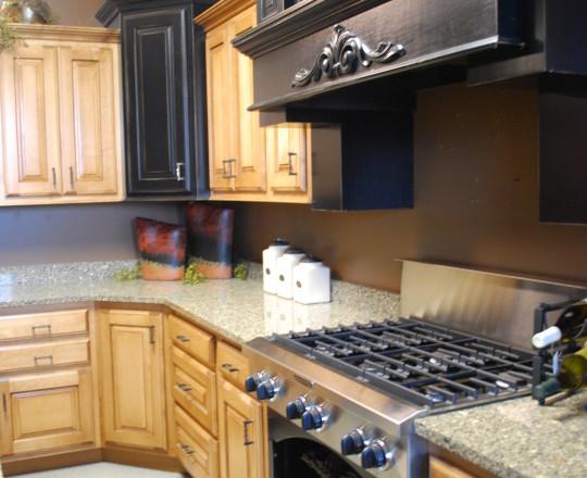 Dyersville Showroom Kitchen | Hard Maple | Beach Glaze and Evening Paint