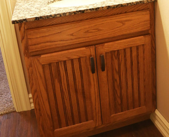 Apartment Showroom Bath | Red Oak | Cinnamon Stain