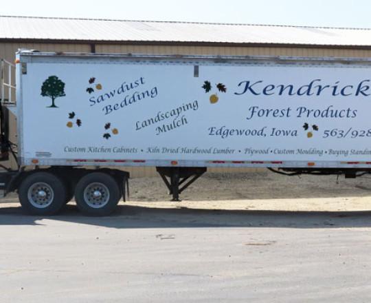 Walking floor mulch trailer.